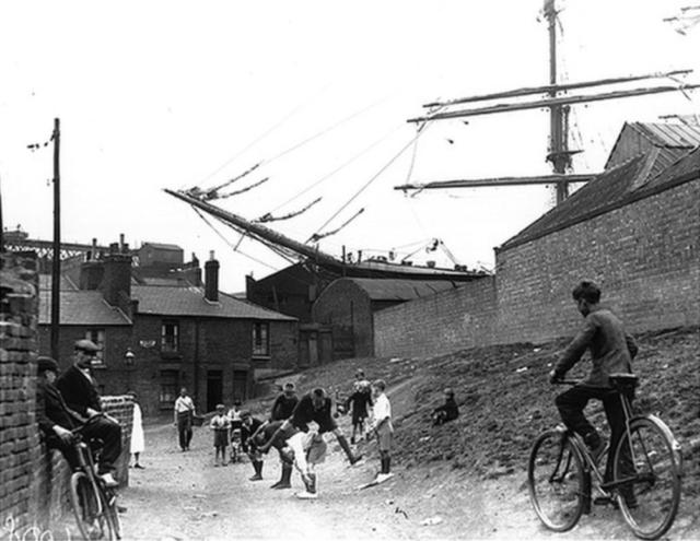 View towards Totnes Cottages