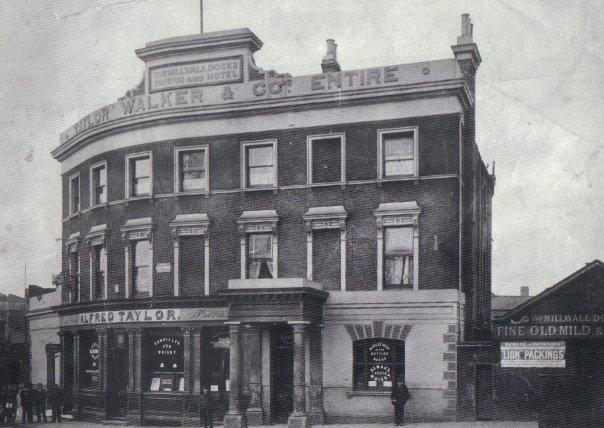 1933, Millwall Docks Tavern 15065633675