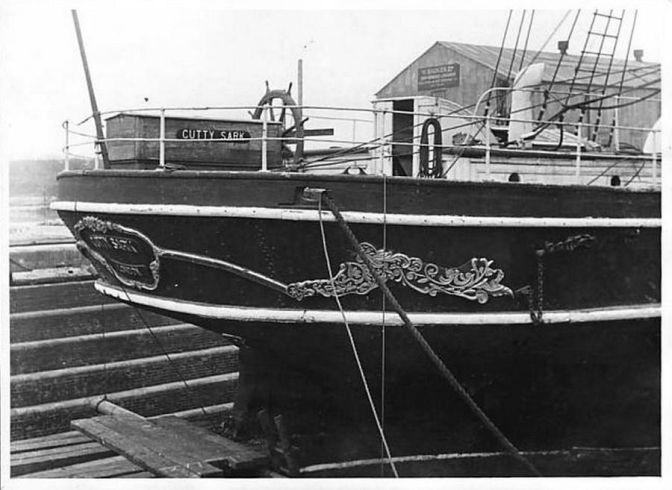 docks sail London Milwall Dry Dock-01 15069937292
