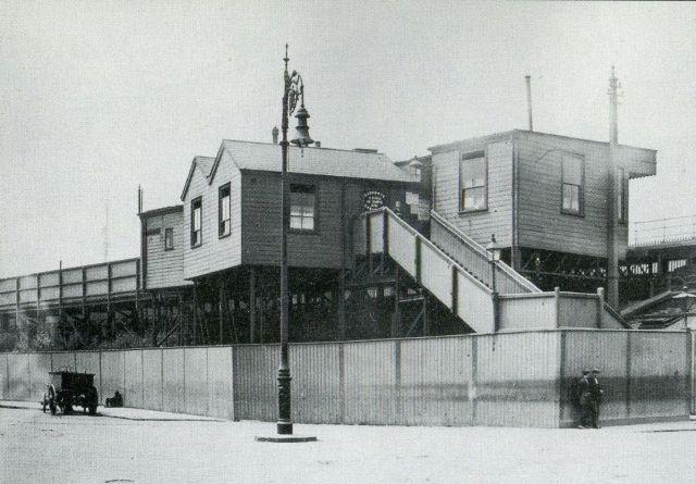 millwall-docks-stn-1920s 15066259255