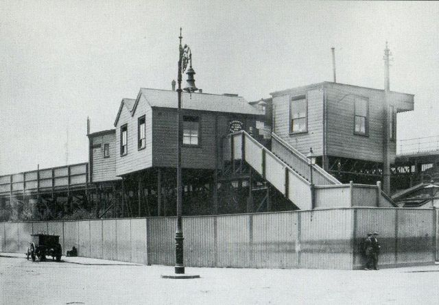 millwall-docks-stn-1920s 15066259255
