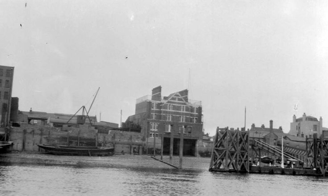 1929. North Wharf is on the right of this photo of River-Police Station