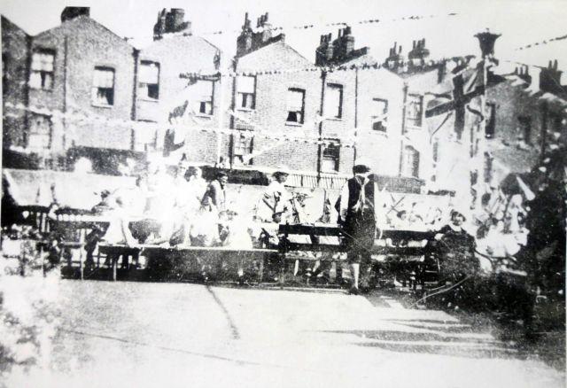 1937-coronation-party-sadlers-park-15041679186